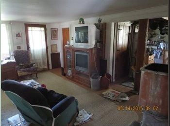 EasyRoommate US - Country Farmhouse - Burlington, Burlington - $400 pcm