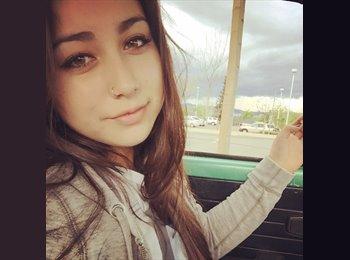 Gabriela  - 19 - Student