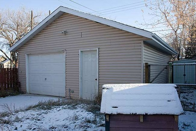 Room for rent in Saskatoon - Shared Accomodation BRIGHT BEAUTIFUL HOUSE!   - Image 2