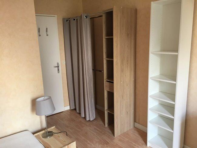 Colocation cergy chambre meubl e 12 m2 cergy for Chambre a louer cergy