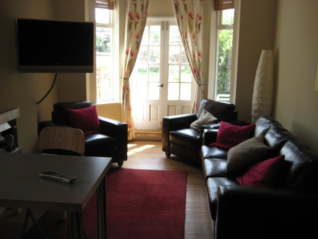 Room to rent in Rugby - Superb ensuite double  room (single occupancy) central Rugby - Image 2