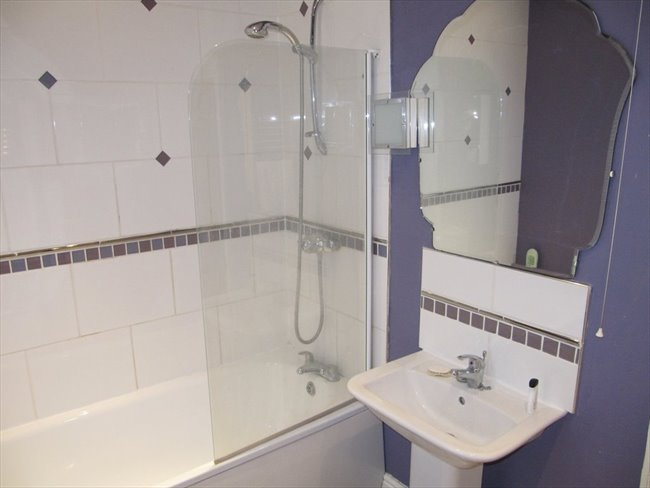 Room to rent in Rugby - Superb ensuite double  room (single occupancy) central Rugby - Image 5