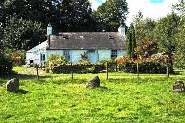 Room to rent in Dumfries - Room rental in stunning country cottage  - Image 1
