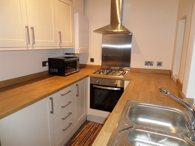 Room to rent in Lenton Abbey - DOUBLE BED AVAILABLE IN STUDENT HOUSE IN BEESTON - Image 1