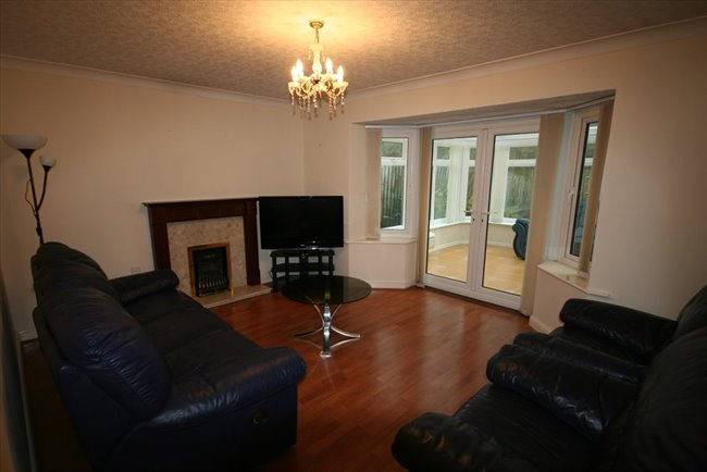 Room to rent in Whitehaven - Large Furnished En-suite Room In Spacious House - Bills included - Very Nice House - Image 2