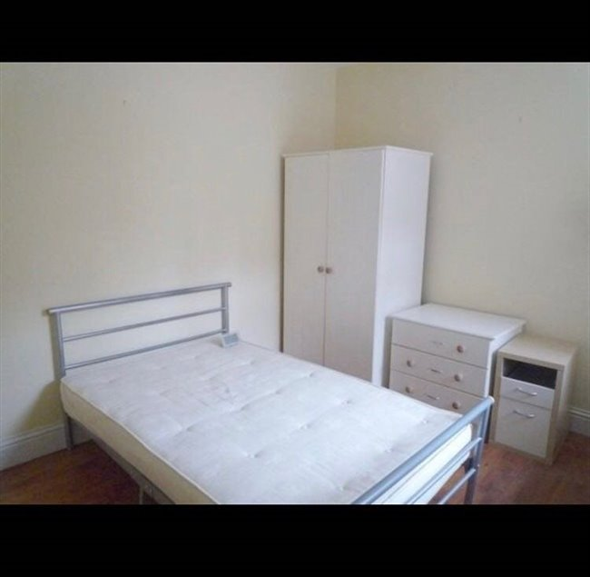 Room to rent in Lenton - Double bed room available for 2017/2018 perfect for students - Image 3