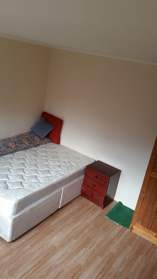 Room to rent in Lampton - Double Room Available Bills inclusive - Image 5