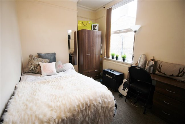Room to rent in Headingley - Modern and Central Headingley Student House Share Available from 1st July BILLS INCLUDED - Image 3