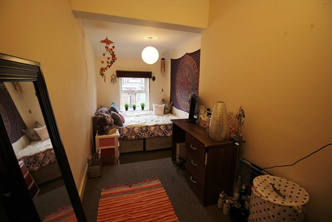 Room to rent in Headingley - Modern and Central Headingley Student House Share Available from 1st July BILLS INCLUDED - Image 5
