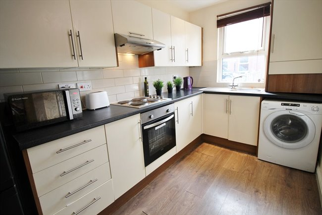 Room to rent in Headingley - Modern and Central Headingley Student House Share Available from 1st July BILLS INCLUDED - Image 6