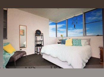 EasyRoommate AU - Large ensuite bedroom, close to city, Townsville - $200 pw