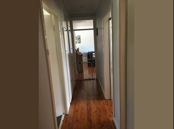 EasyRoommate AU - Room for rent in awesome house in Charlestown!, Hamilton - $160 pw
