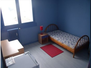 Appartager FR - CHAMBRES MEUBLEES SPACIEUSES DANS GRD APPARTEMENT, Besançon - 300 € /Mois