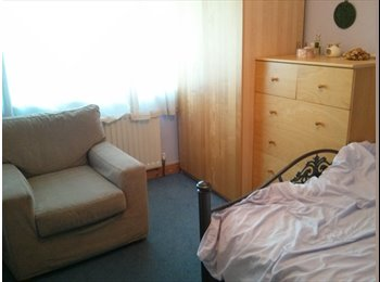 EasyRoommate UK - Rooms available now, Bracknell - £400 pcm