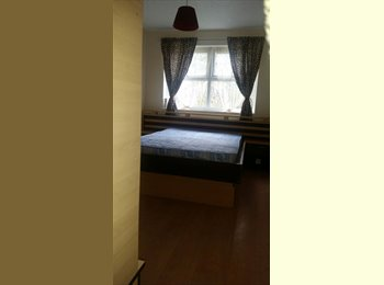 EasyRoommate UK - 3 double and 1 single rooms available near Galleria and Business Park, Hatfield - £480 pcm
