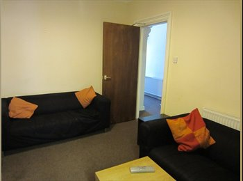 EasyRoommate UK - BEAUTIFULS ROOM 3 mins walk from town centre., Aylesbury - £486 pcm