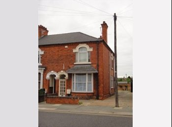 EasyRoommate UK - spacious house, off road parking, Grimsby - £282 pcm