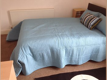EasyRoommate UK - Double Bedroom in West Brom close to High St, Oldbury - £365 pcm