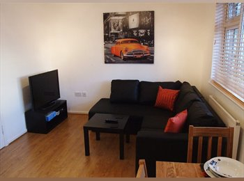 EasyRoommate UK - A  beautiful room close to Poole centre, Poole - £476 pcm