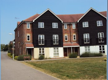 EasyRoommate UK - Double room in modern townhouse, Ashford - £400 pcm