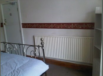 EasyRoommate UK - LOVELY DOUBLE ROOMS.BURSLEM PARK.NO DEPOSIT, Burslem - £340 pcm