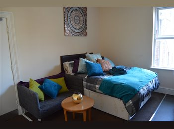 EasyRoommate UK - Large property closed to town centre and hospital,, Newcastle under Lyme - £450 pcm