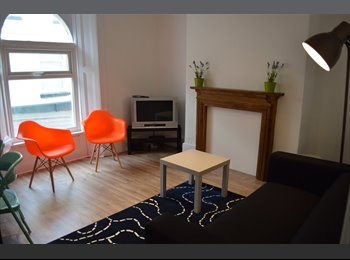 EasyRoommate UK - Last room left - Newly renovated student house, 2 min walk to uni!, Plymouth - £352 pcm