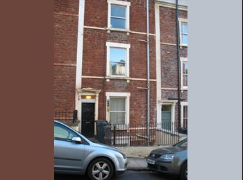 EasyRoommate UK - 1 bed hall/ground floor flat-lovely Victorian terrace, Spike Island - £725 pcm
