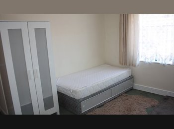 EasyRoommate UK - Quality Bedsit walking distance Wigan Town Centre, Wigan - £368 pcm