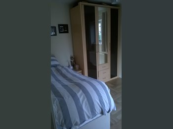 EasyRoommate UK - Room Available in Upton, Chester - £380 pcm