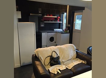 EasyRoommate UK - New Large double room close to chesterfield/sheffield  double room available  £365, Chesterfield - £365 pcm
