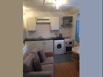EasyRoommate UK - One Bedroom First Floor  Flat In Taunton, Taunton - £495 pcm