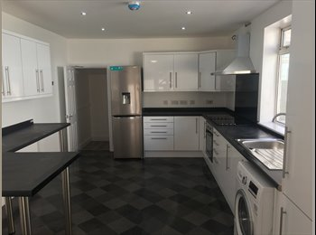 EasyRoommate UK - NEWLY REFURBISHED 6 BEDROOM PROPERTY, Aigburth - £400 pcm