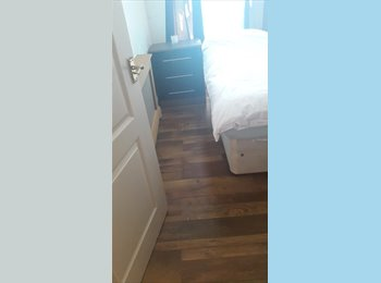 EasyRoommate UK - single box room - small £220 all included, Swansea - £220 pcm