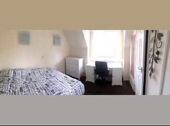 EasyRoommate UK - 1 Bedroom Ensuit to rent in SE1, Elephant and Castle - £920 pcm