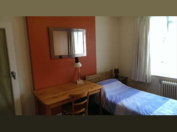 EasyRoommate UK - A nice double bedroom in the heart of Bournemouth, Bournemouth - £500 pcm