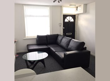 EasyRoommate UK - 3 double bed NEAR Salford University, Salford - £520 pcm