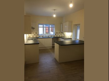 EasyRoommate UK - *********Newly Renovated House - Three Rooms Avail *****, Clay Hill - £425 pcm