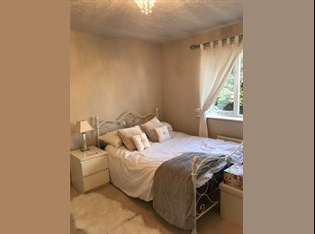 EasyRoommate UK - Double room, in lovely house... Maidenbower , Crawley - £500 pcm