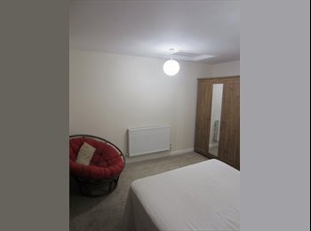 EasyRoommate UK - Furnished Large Double Room to Let, Guildford - £630 pcm