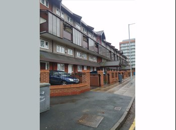 EasyRoommate UK - Available Immediately! Good Room with Perfect Location and Nice Roommates!, Ardwick Green - £420 pcm