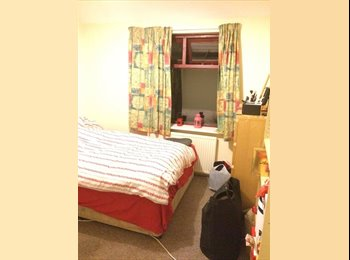 EasyRoommate UK - Nice room in Withington  1st month half rent! , Withington - £350 pcm