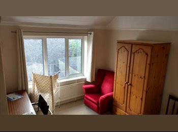 EasyRoommate UK - Two large singles, Littlemore - £450 pcm