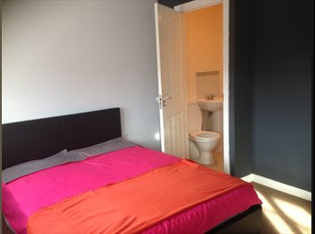 EasyRoommate UK - Large Double Room with Ensuite , Nuneaton - £400 pcm