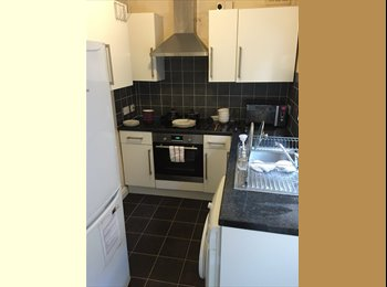 EasyRoommate UK - *** Double room in 3 bed house - all bills included ***, Northampton - £425 pcm