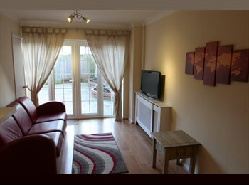 EasyRoommate UK - Large Double Bedroom with Shower/En-suite, Staines - £750 pcm