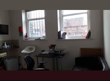 EasyRoommate UK - Double bed flat in West Street, Sheffield - £500 pcm