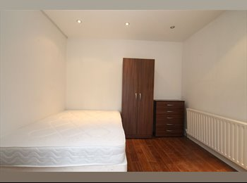 EasyRoommate UK - Romford RM1, Double Room, Bills & Wifi included, Close to station From £130, Romford - £130 pcm