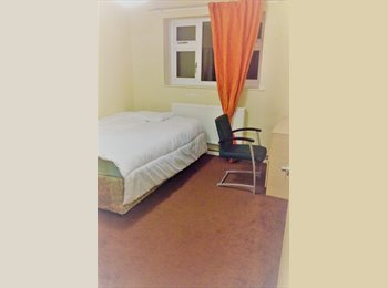 EasyRoommate UK - Furnished room with PERSONAL LOCK near the Salford University, Salford - £349 pcm