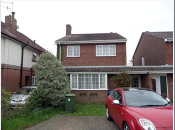 EasyRoommate UK - Newly availabe. Great House near Poole Hospital, Poole - £450 pcm